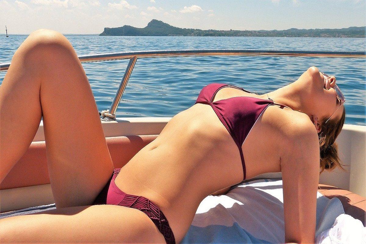 Avoid Exposure to The Sun When Undergoing Skin Whitening Treatment