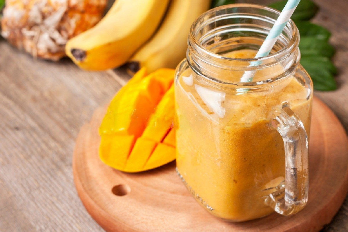 Banana Mango Smoothie With Flax Seeds